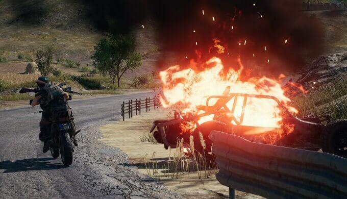 車が爆発して炎のエフェクトが描写される